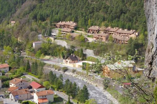 Vacancéole - Résidence Les Gorges Rouges : Guest accommodation near Châteauneuf-d'Entraunes