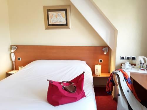 Hotel Le Chat Botte : Hotel near Aubry-du-Hainaut