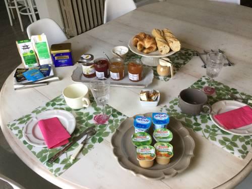 Le Clos de la tour : Bed and Breakfast near La Tour-du-Pin