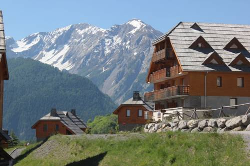 Chalets de Praroustan : Guest accommodation near Uvernet-Fours