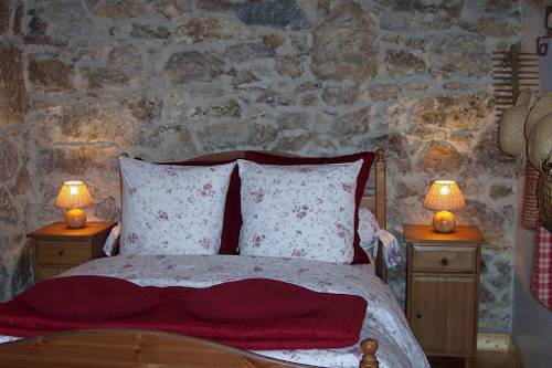 Le Petit Jardin : Guest accommodation near Roiffieux