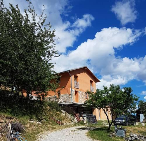 Gite a la ferme : Guest accommodation near Saint-Martin-d'Entraunes