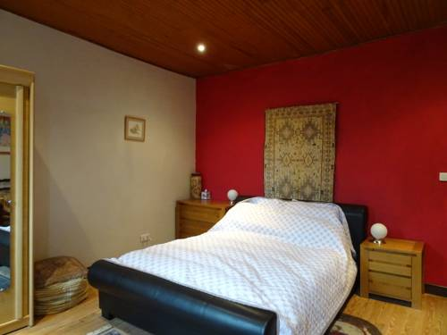 Maison Youkie Farmhouse : Bed and Breakfast near Vic-Fezensac