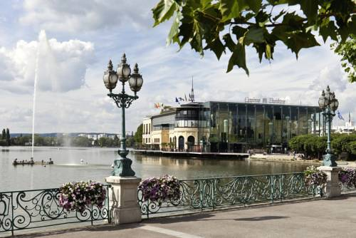 Hôtel Barrière L'Hôtel du Lac : Hotel near Saint-Gratien