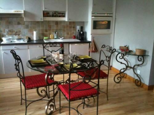 Apartment 5 place aux herbes : Apartment near Saint-André-d'Embrun