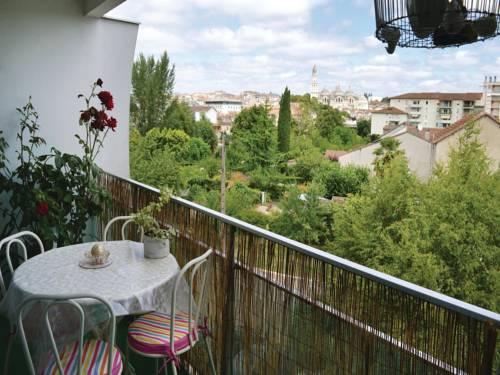 Two-Bedroom Apartment in Perigueux : Apartment near Notre-Dame-de-Sanilhac