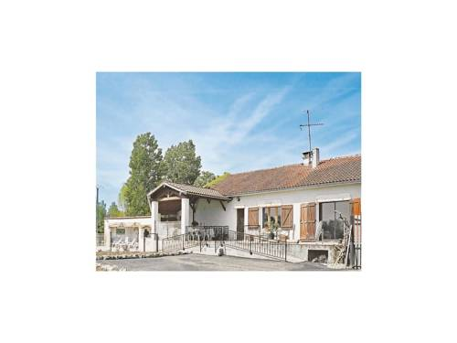 Holiday home Lieu dit Charrin : Guest accommodation near Layrac