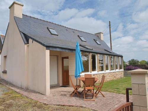 Holiday Home Mantallot with Fireplace I : Guest accommodation near Quemperven