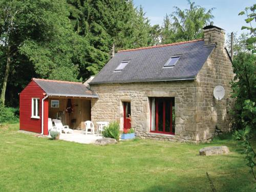 Holiday home St Tugdual 12 with Outdoor Swimmingpool : Guest accommodation near Ploërdut