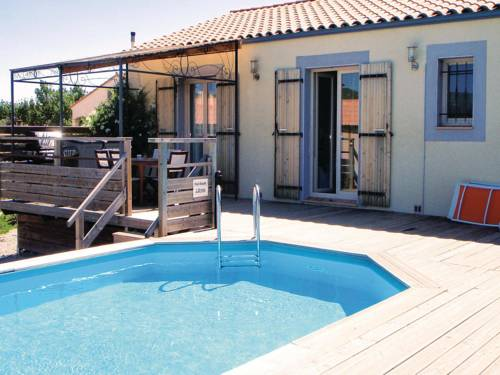 Holiday home Tuchan 56 : Guest accommodation near Maisons