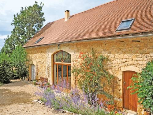 Holiday home Degagnac 99 with Outdoor Swimmingpool : Guest accommodation near Saint-Germain-du-Bel-Air
