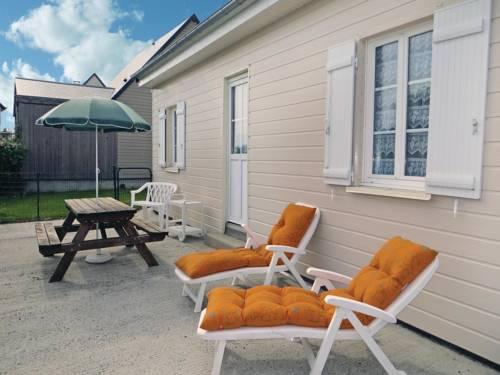 Holiday home Creances-Plage GH-1112 : Guest accommodation near La Haye-du-Puits