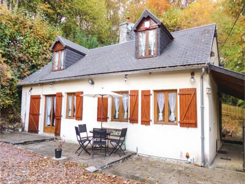 Three-Bedroom Holiday Home in Brouains : Guest accommodation near Chaulieu