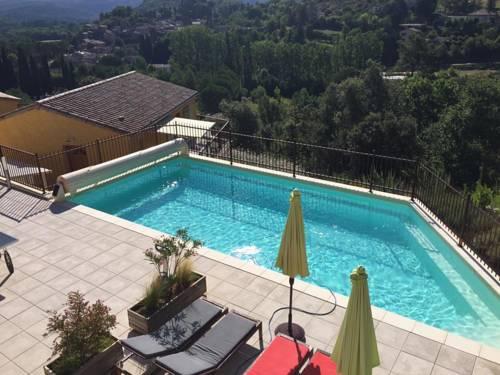 Maisons d'hôtes Le Bouzet : Guest accommodation near Salavas