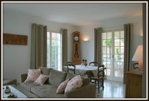 Le Clos des Oliviers : Guest accommodation near Saint-Laurent-du-Var