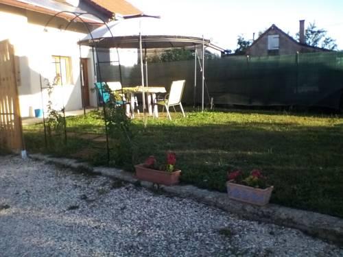 les Pernards chez Jacky et Aouatif : Guest accommodation near Chaînée-des-Coupis