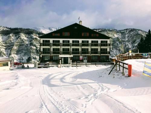 Chalet Sainte Anne/ La Pourvoirie : Hotel near Meyronnes