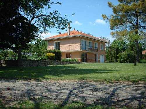 Gite avec 2 appartements Chonas : Apartment near Montseveroux