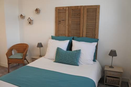 chez Louise - chambres d'hotes : Bed and Breakfast near Combles