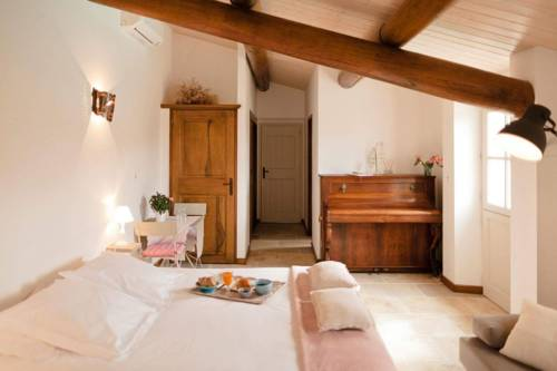Provence Dodo : Bed and Breakfast near Villeneuve