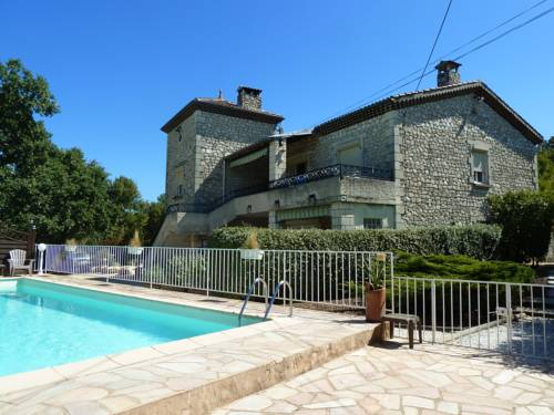 Gîtes Le Mas du Vieux Chêne : Guest accommodation near Salavas
