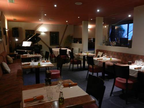 Hôtel Restaurant l'Arpège : Hotel near Saint-Martin-des-Champs