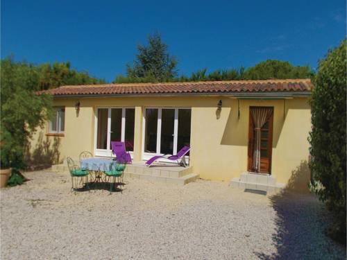 One-Bedroom Holiday Home in Caderousse : Guest accommodation near Codolet