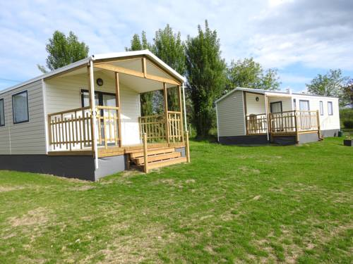Camping les Tournesols : Guest accommodation near Beaumont-sur-Sarthe