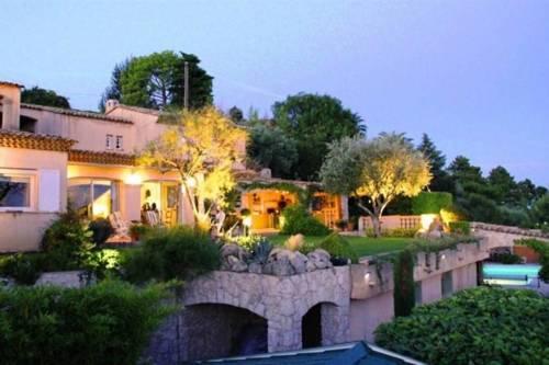 Villa Aspremont : Guest accommodation near Castagniers