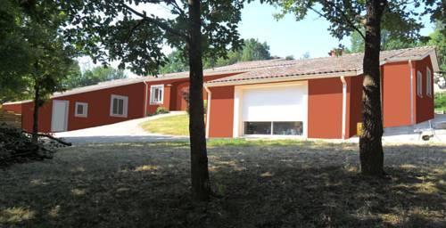 Logements Carreyrat Cadre Calme Et Verdoyant : Apartment near Montbartier