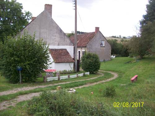 Ancienne ferme du Pont : Guest accommodation near Chareil-Cintrat