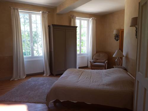 Chateau du cas rouge : Guest accommodation near Loury