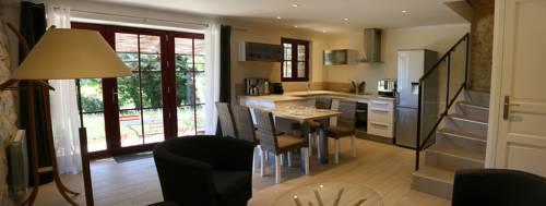 Maisons de caractère en pierres - Gîtes La Bastide Du Vigneron : Guest accommodation near Saint-Maurice-d'Ibie