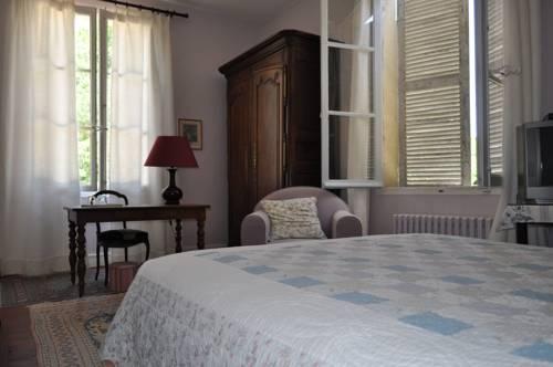 Les Longchamps : Bed and Breakfast near Longué-Jumelles