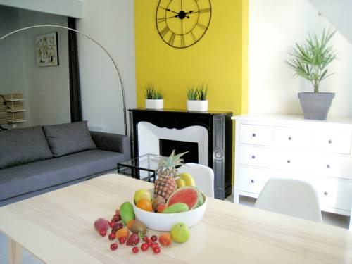 Appartement ambiance design épuré Cours Lafayette : Apartment near Toulon