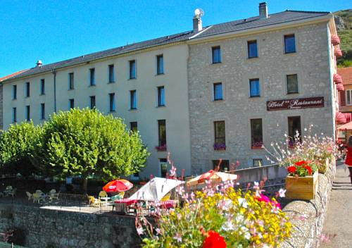 Au Parfum des Bois : Hotel near Saint-Cirgues-en-Montagne