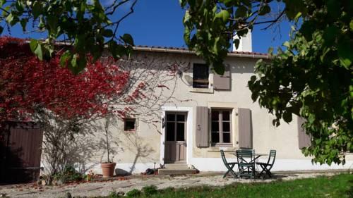 Gite Les Figuiers : Guest accommodation near La Chapelle-Thireuil