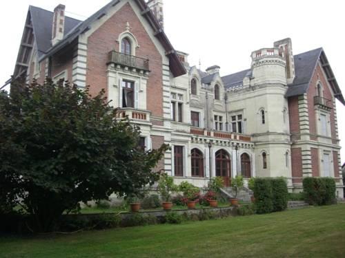 Château de Belle Poule : Bed and Breakfast near Mûrs-Erigné