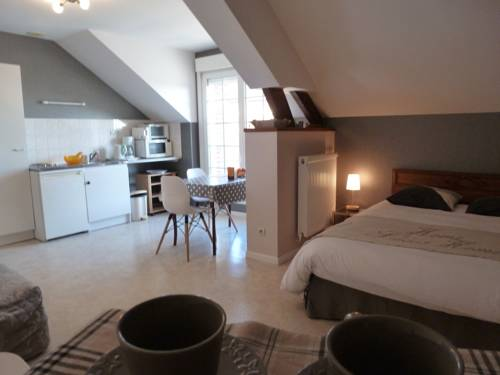 Studio Ferme de Bonavis : Bed and Breakfast near Caullery
