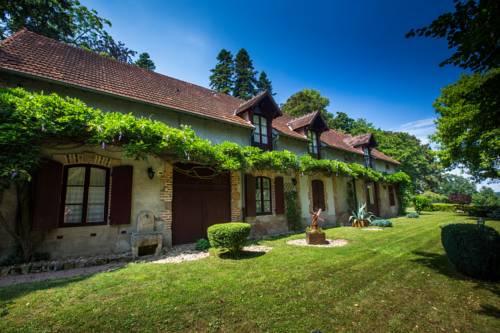 Le Chalet Montégut : Hotel near Saint-Menoux