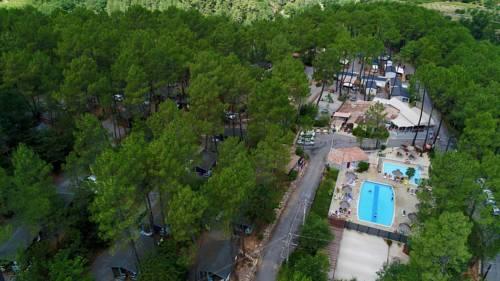 Village de Chalets Camping Bois Simonet : Guest accommodation near Loubaresse