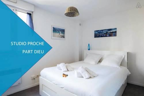 Luckey Homes - rue de l'epargne : Apartment near Lyon 8e Arrondissement