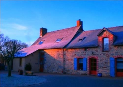 Les Roseaux de Callac : Bed and Breakfast near Puceul