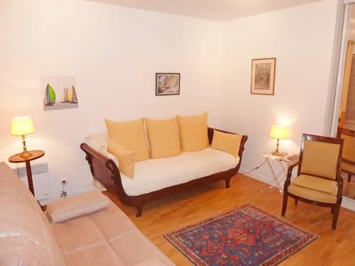 Apartment Paris : Apartment near Marnes-la-Coquette