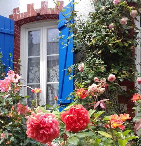LA CLOSERAIE Jardin de roses : Bed and Breakfast near Avrillé