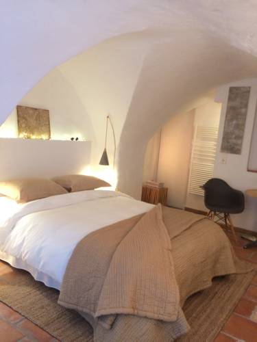 le tilleul : Bed and Breakfast near Aujargues