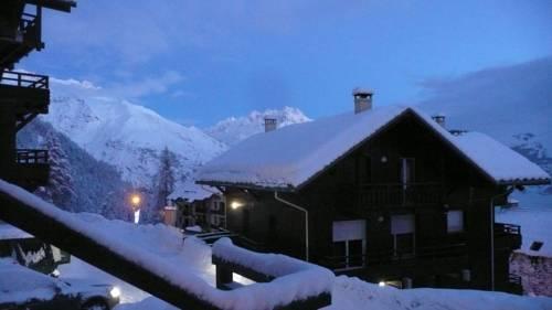 Les Chalets De Puy Saint Vincent : Guest accommodation near Puy-Saint-Vincent