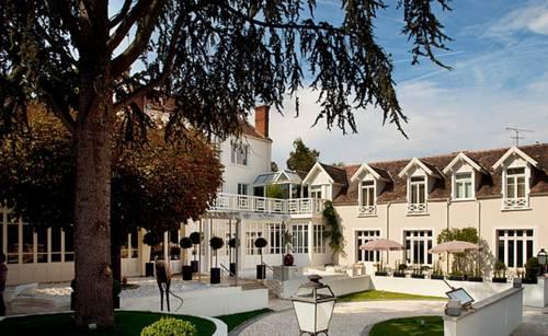 Hôtel & Spa Les Pleiades : Hotel near Tousson