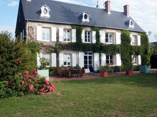 Chambres d'Hôtes - Domaine Des Perrières : Bed and Breakfast near Arzembouy