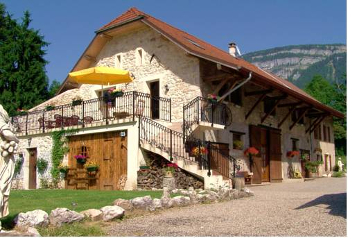 Les Grands Champs : Bed and Breakfast near Voissant